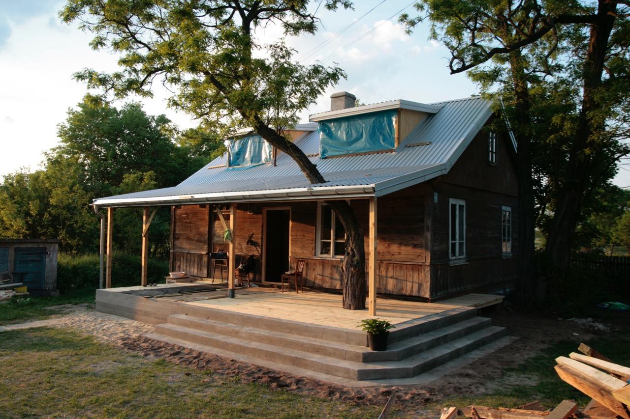 rewitalizacja drewnianej chałupy wymiana dachu